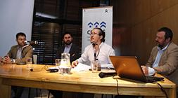 Daniel Vicente, del Ministerio del Medio Ambiente; Francisco Urquiza, de la Oficina Sustentabilidad UC; Marcelo Garrido, de la Academia de Humanismo Cristiano; y Jonathan Barton, de CEDEUS.