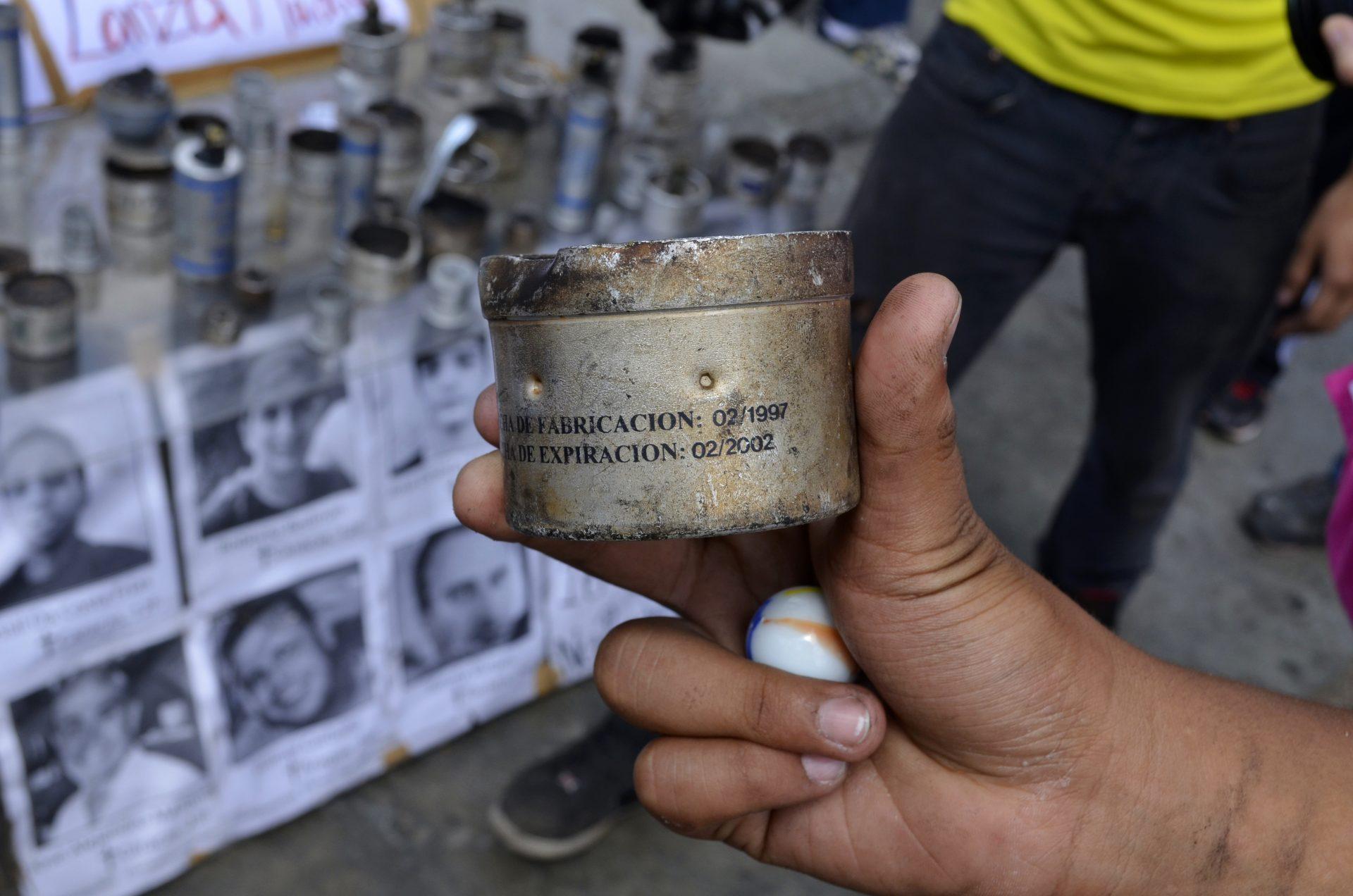 """Experta en salud pública asegura que se necesita """"una reflexión"""" sobre el uso de bombas lacrimógenas"""